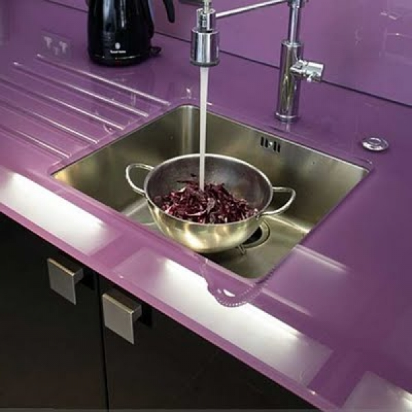 glass worktop from glasslogic.co.uk