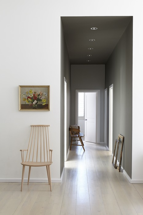 Finding the perfect grey paint - Idee peinture entree couloir ...