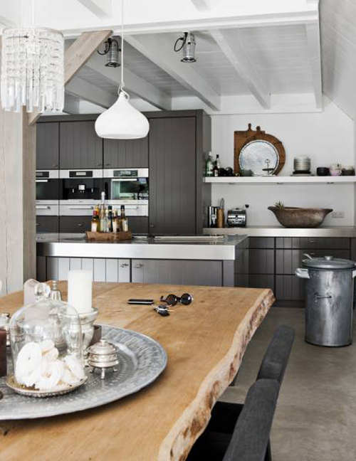 Farmhouse in Weesp, a small village near Amsterdam. Image from kitchenbuilding.com
