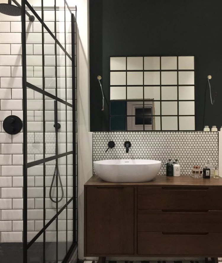 black industrial style bathroom by Amy Wilson of thisstylerocks