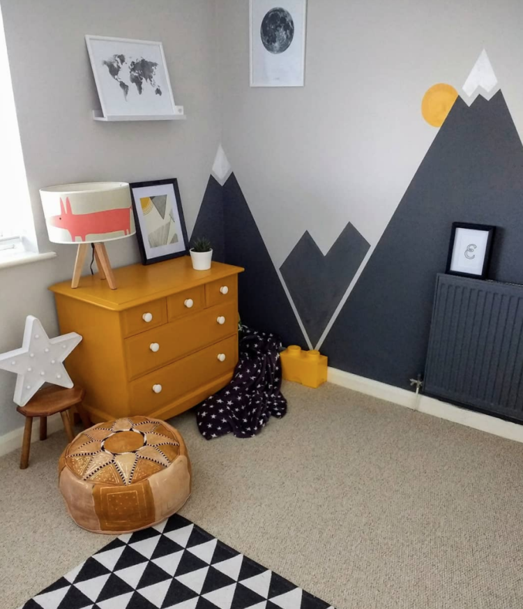 grey and yellow mountain children's room by @gorwelmon