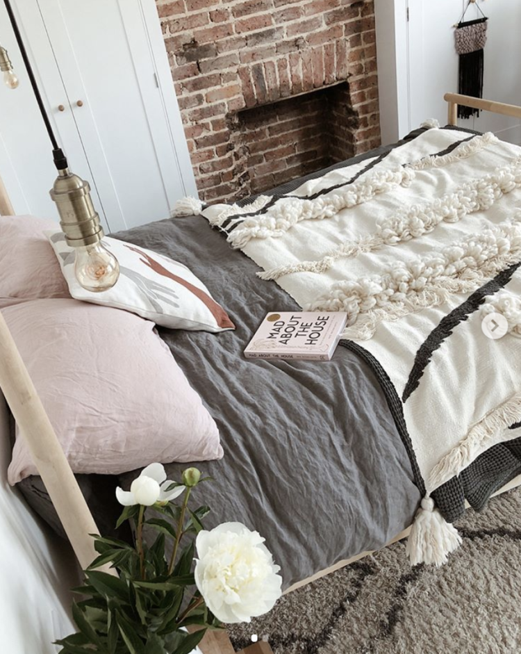 pink and grey bedroom by Kelly of @thisismyhomestyle