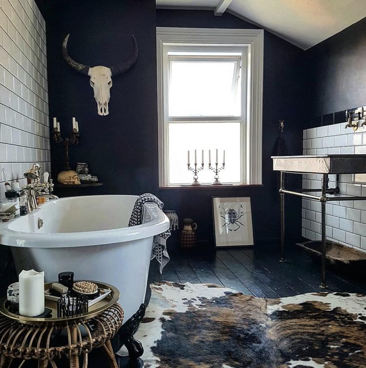 dark bathroom by @beetle_and_wilde