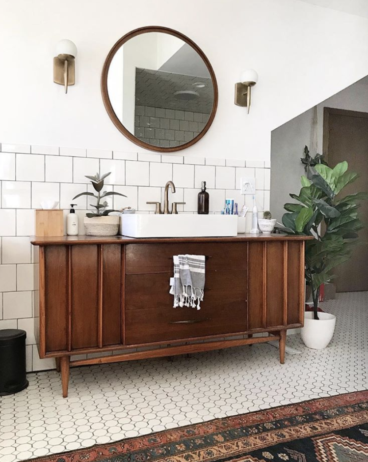 vintage and white bathroom by @brepurposed