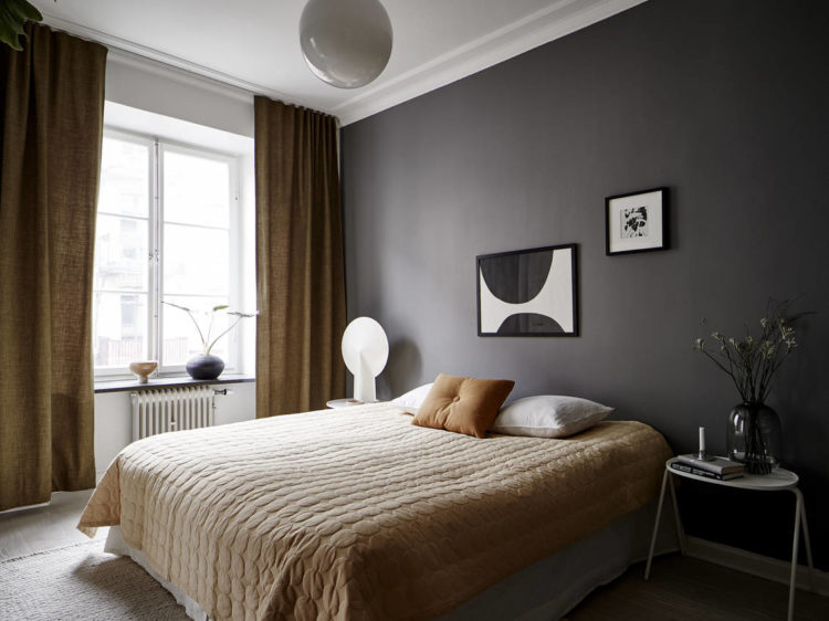 dark grey bedroom with ochre accents via stadshem