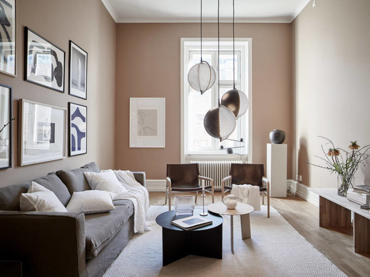 pale pink walls and black accents via stadshem