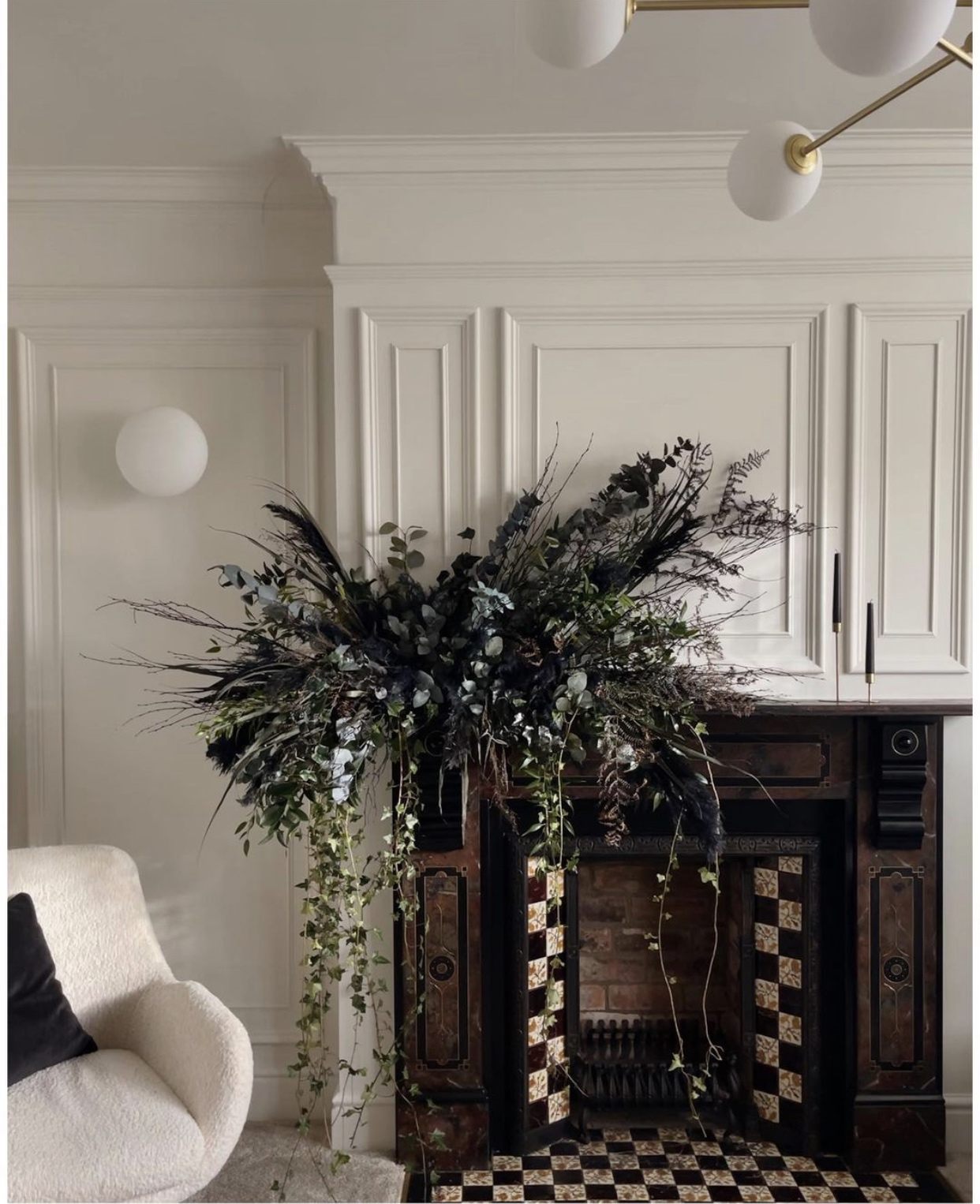 mantle wreath by Chelsea of @thehousethatblackbuilt