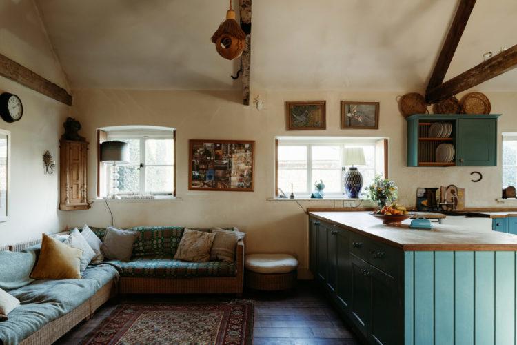 built in sofa in kitchen via inigo estate agency